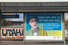 Werbebanner - Nahverkehr Rheinland - am Bahnhof Köln-Ehrenfeld