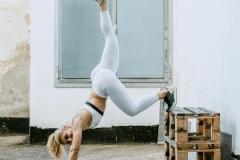 1_Fitnessfotografie-Frau-Handstand