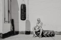 Fitnessfotografie-Frau-vor-dem-Box-training