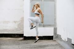 Fitnessfotografie-Frau-Sprung-Crosstraining