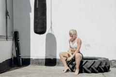 Fitnessfotografie-Frau-vor-dem-Boxtraining